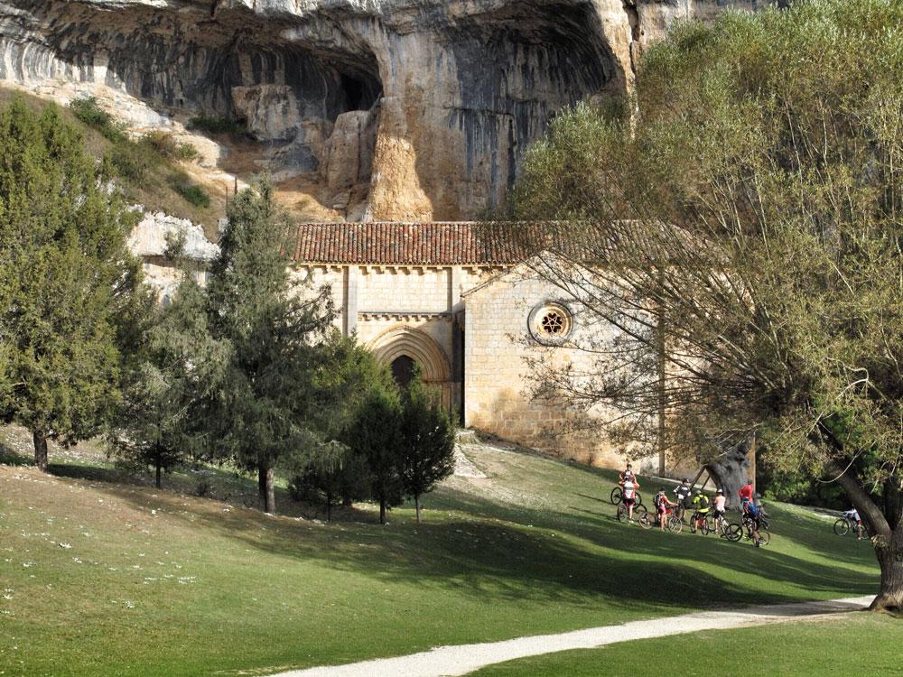 ermita san bartolomé_ciclisto_ruta_btt_patrimonio_arquitectura