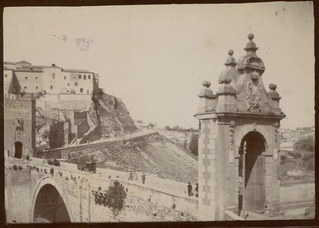 Puente de Alcántara en Toledo hacia 1909