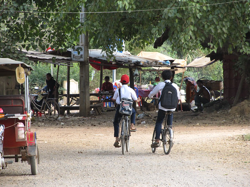 La campagne de Battambang: 2 écoliers