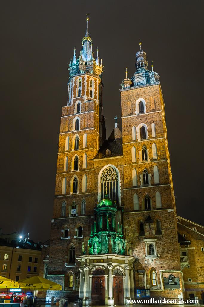 Basílica de Santa María de noche