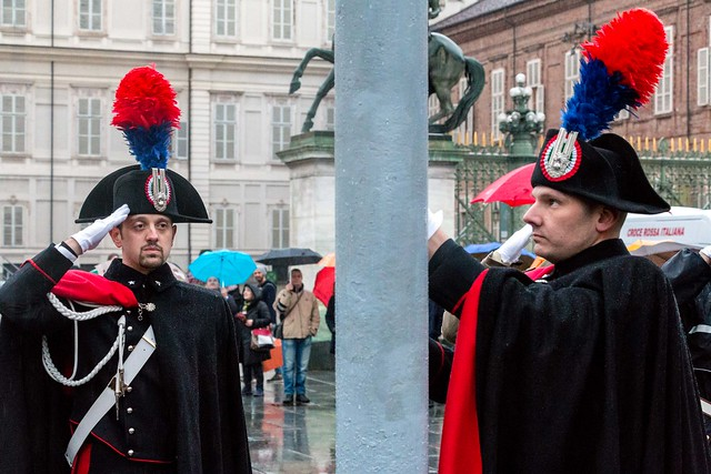 Carabinieri rising the flags