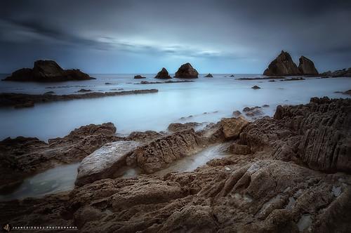 españa costa mar europa playa paisaje led amanecer nubes es litoral santander acantilado rocas cantabria islote cieloazul liencres marcantabrico entorno ecosistema rocoso urros costaquebrada playadelaarnia cieloanaranjado