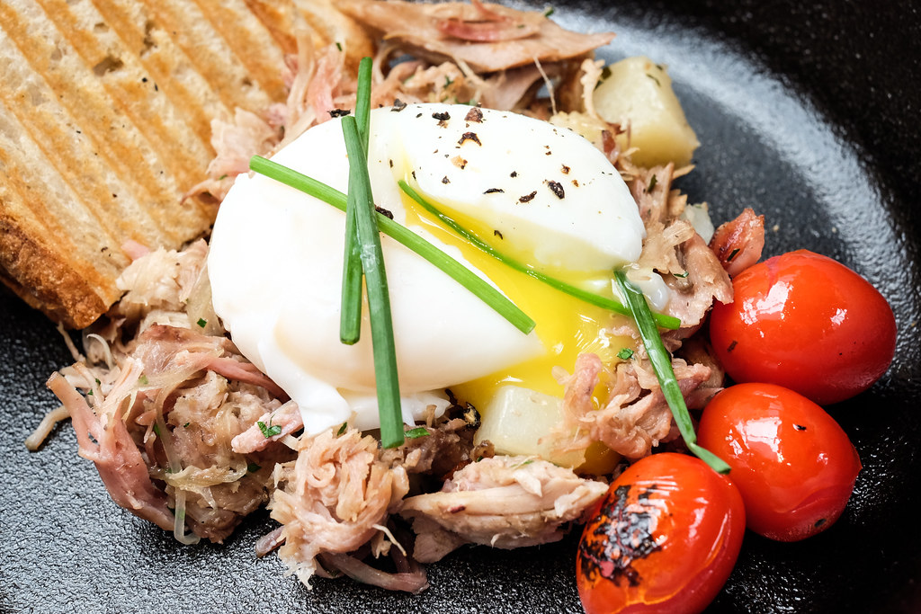Food Guide to Jalan Besar & Lavender: 5th Quarter's pork hash with poached eggs