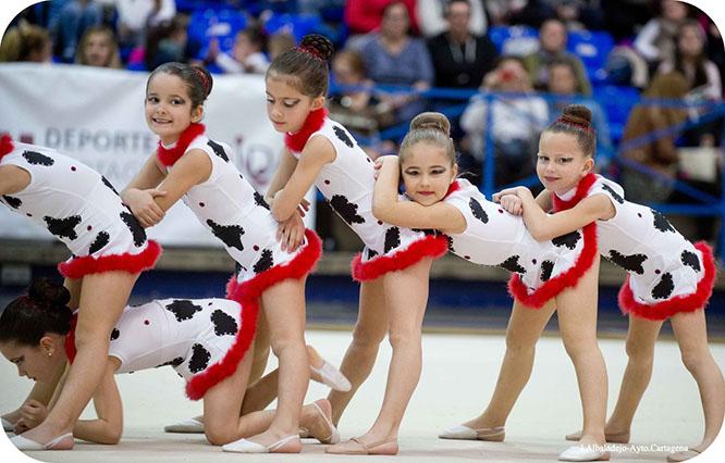 Exhibición de gimnasia rítmica en el Pabellón Central
