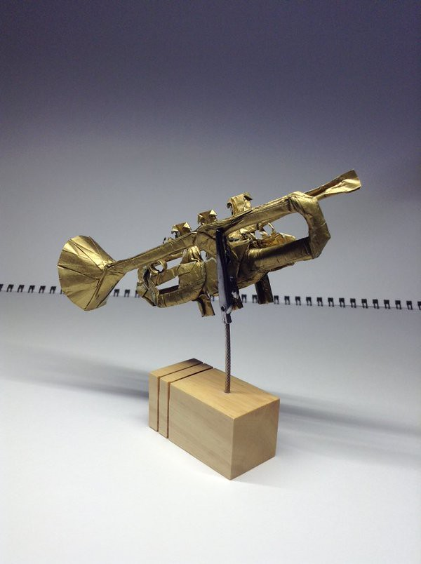 how to make a trumpet out of paper