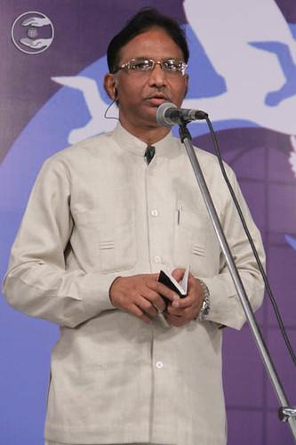 Poem by SR Prajapati, Asstt Editor Ek Nazar, Hindi