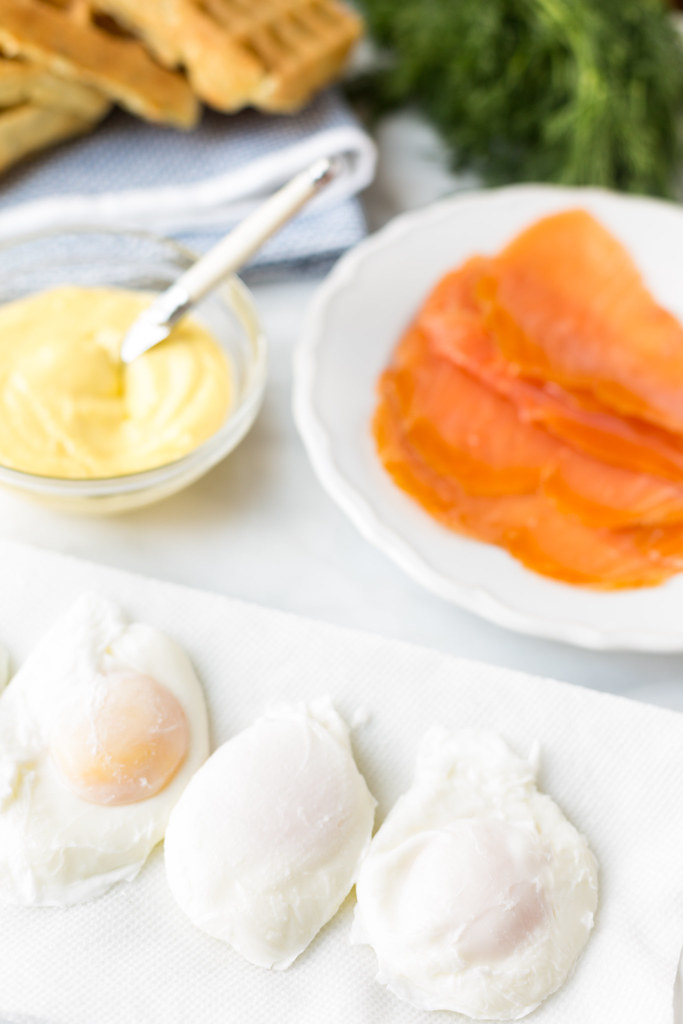 smoked salmon eggs benedict assembly