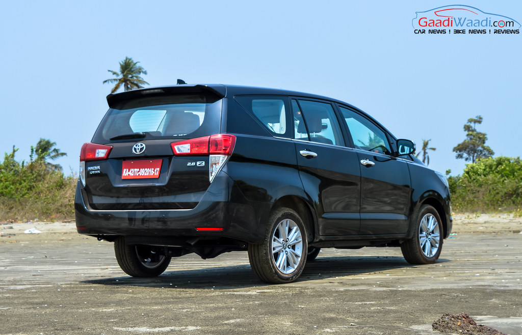 Toyota Innova Crysta black wallpaper 4