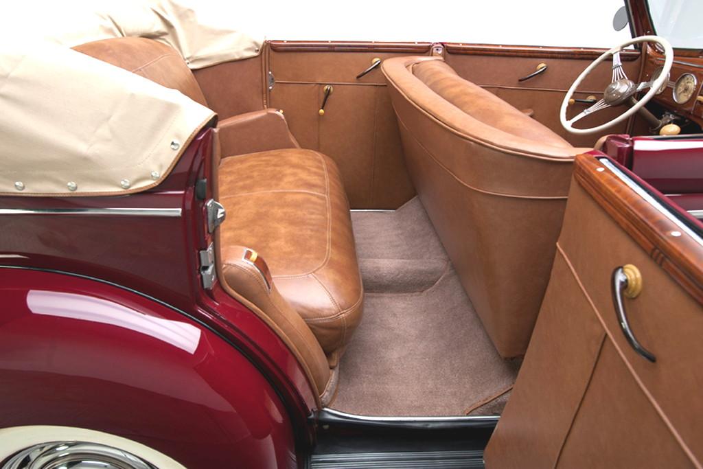 39017_N Ford Deluxe 221CI Flathead V8 3SPD Convertible Sedan_Burgundy