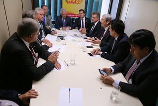 Oposição articula comitê pró-impeachment