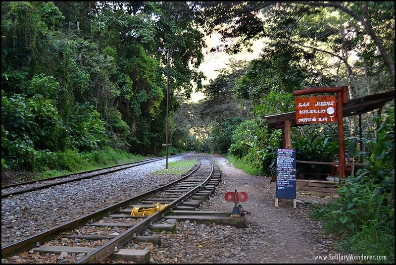 restaurant-train-track