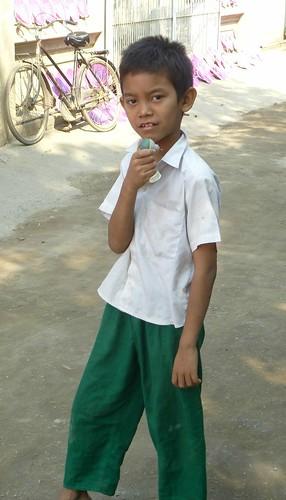 B16-Bilan-Jeunes-Mandalay-Quartier des moines (63)