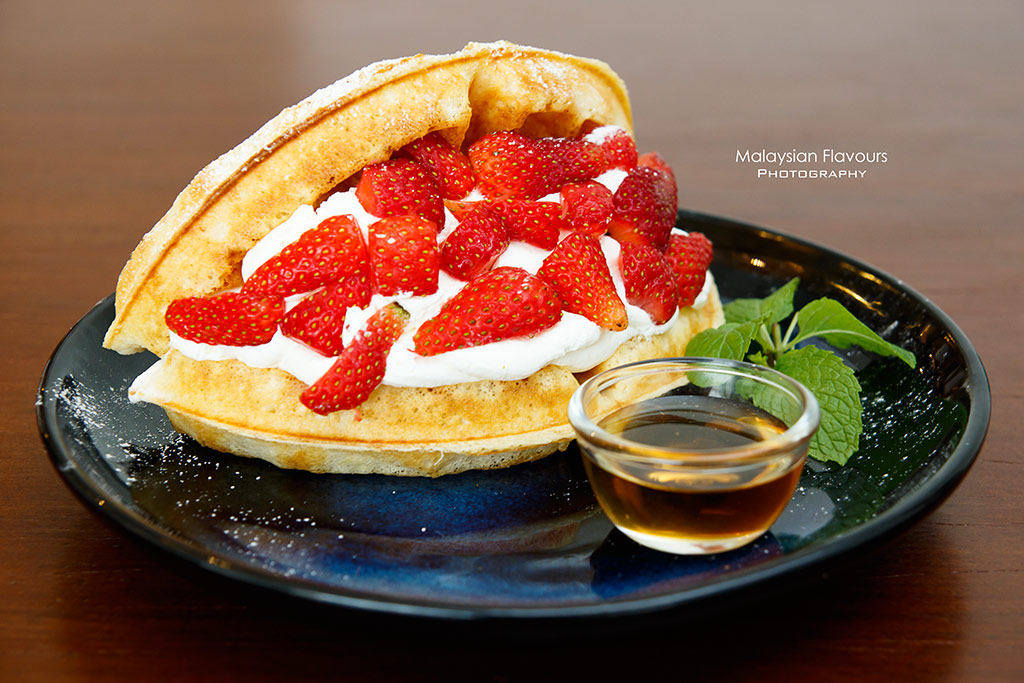 soft launch cafe strawberry waffle
