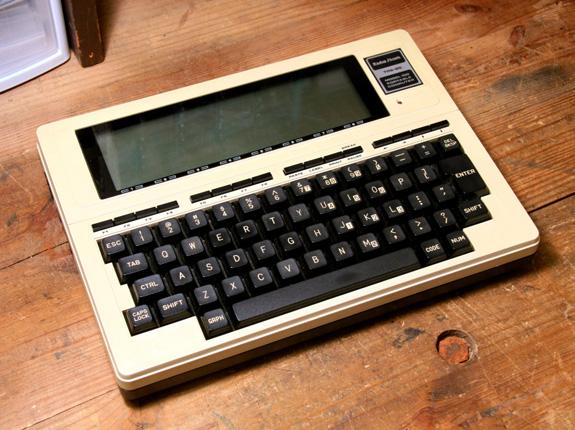 146496-trs80-model100-01