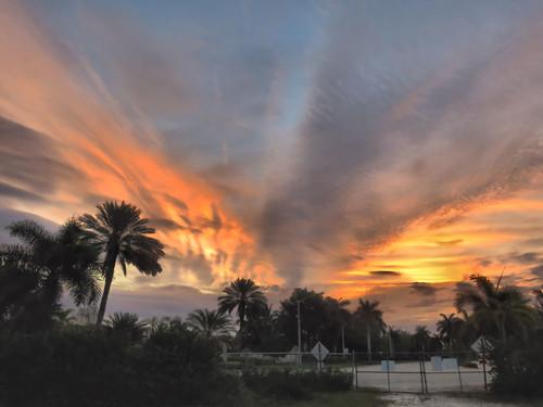 Sunrise at gate HDR 20160407