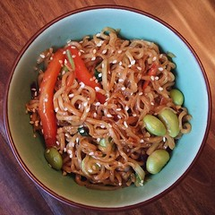 Breakfast experiment! Spicy Garlic/Peanut Noodles.…