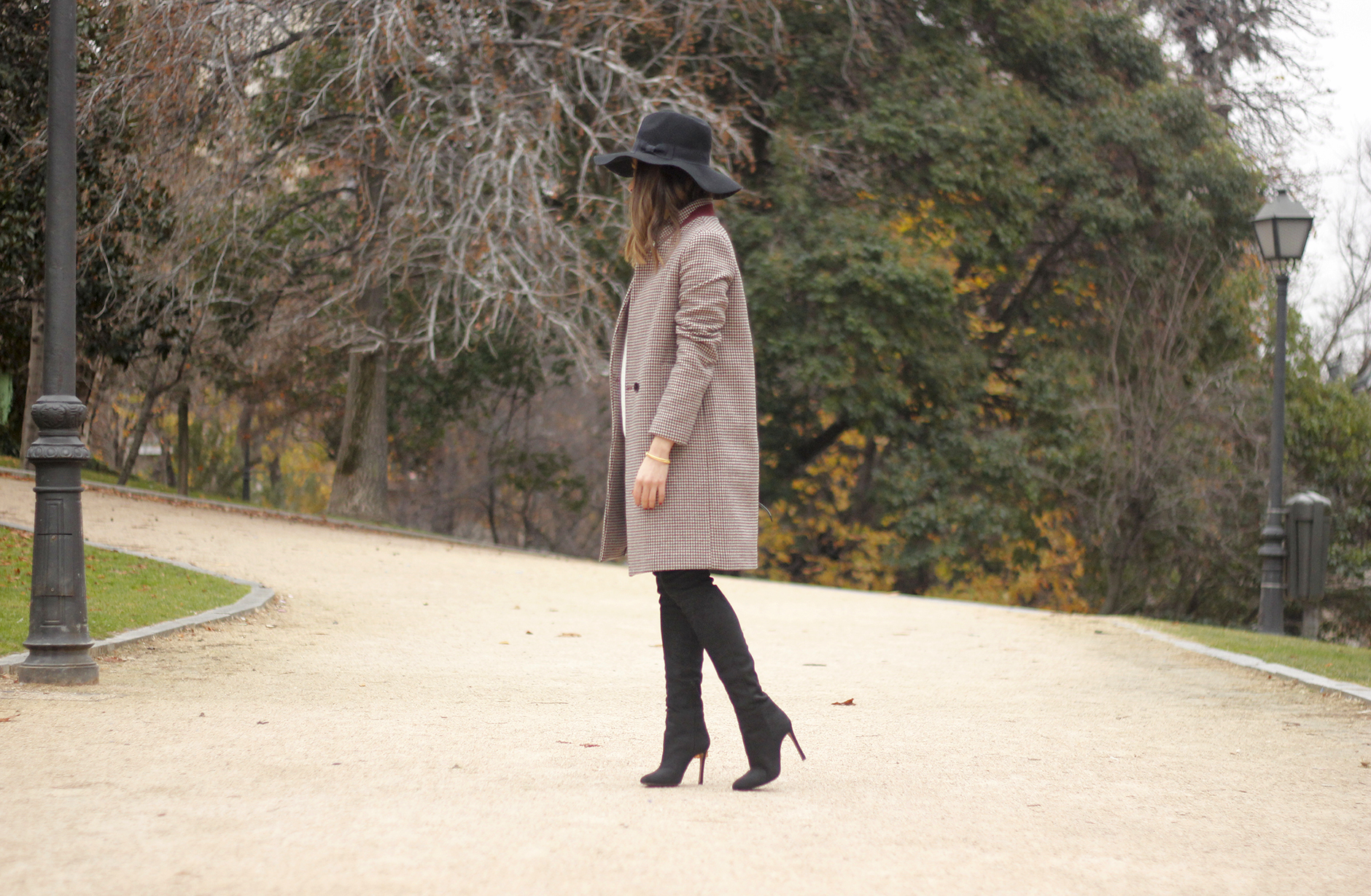 houndstooth coat, white sweater, over the knee boots, black hat, outfit, style, jeans01