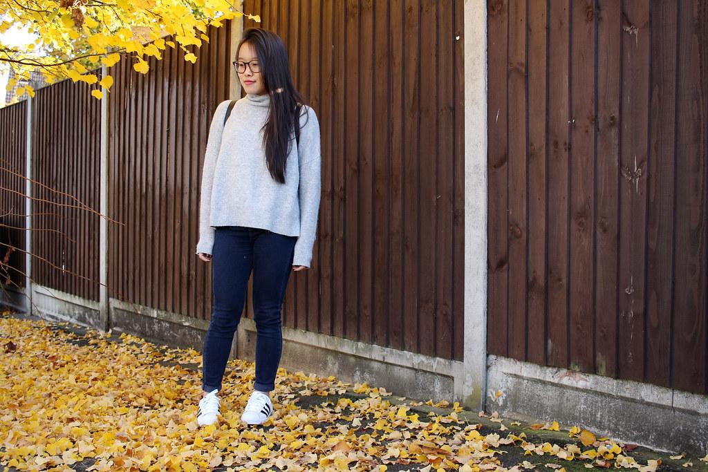 Topshop-Jamie-Jeans-Grey-Turtleneck-Knit-Outfit-OOTD-Adidas-Superstars_Black