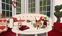 FT I Heart U LR Coffee Table (Close-up)