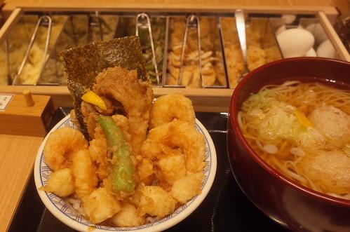tendon with udon 稲庭 鶏つくねうどん(温)と天丼 金子半之助の天ばらめし
