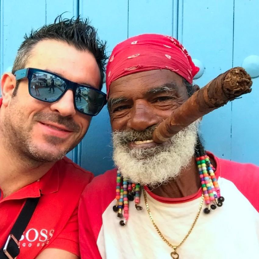 visita a la fábrica de puros de La Habana: Fabrica de Puros de La Habana en Cuba fábrica de puros de la habana - 25726862373 a726a98df1 b - Visita a la fábrica de puros de La Habana en Cuba