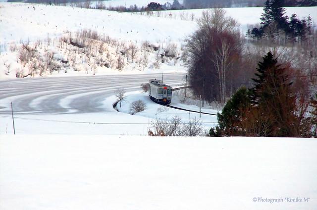 融雪剤散布のある鉄道風景