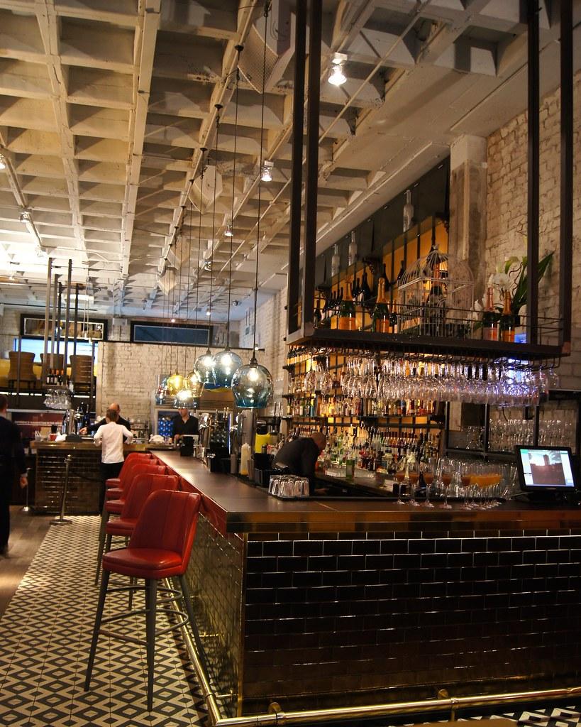 Neighbourhood Restaurant - bar