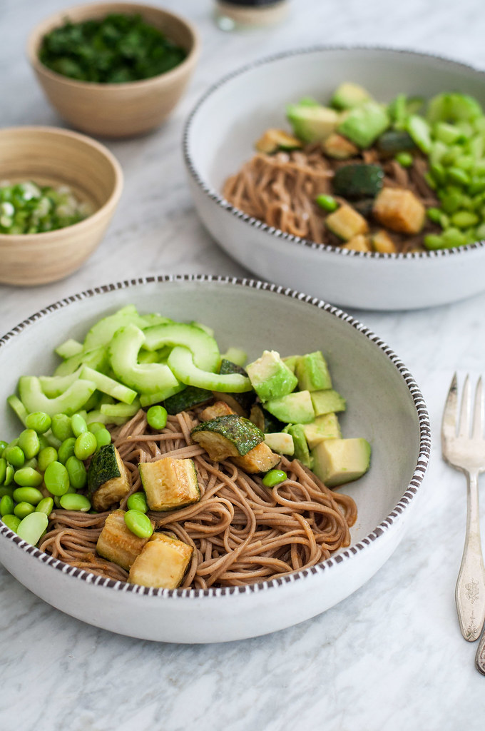 Healthy, make ahead work lunch for the whole week: soba noodle bowls filled with all the green veggies and topped with Asian-inspired homemade vinaigrette