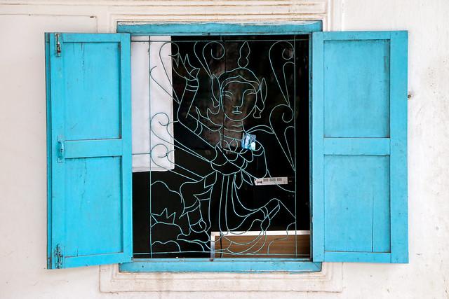 Lovely window decoration, Luang Prabang, Laos ルアンパバーン、民家の素敵な窓装飾