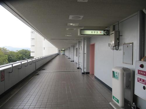 京都競馬場3階の通路