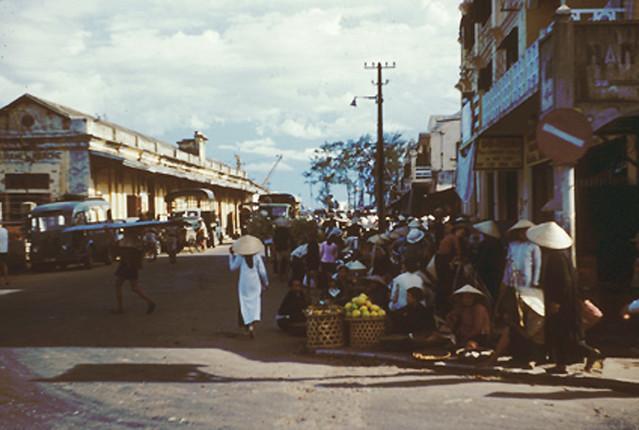 ĐÀ NẴNG 1954 - Đường Bạch Đằng, bên trái là Ga Tourane-Marché