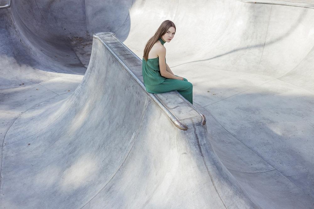 Mondrianista_MALGRAU_sesja_kreacyjna_wiosna_lato_2016_3_spodnica_bluzka_plisowane_LR