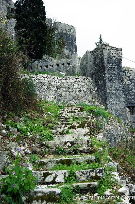 Подъем вдоль крепостных стен