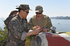 Lt. Mark Snyder, Mobile Diving and Salvage Unit (MDSU) 1-5 company officer in charge, displays an MK55 Mod 0 firing device to a Republic of Korea  Navy diver during SALVEX 2016. (U.S. Navy/MC3 Jermaine M. Ralliford)