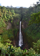 TORO AMARILLO, COSTA RICA - Toro waterfall/ ТОРО-АМАРИЙО, КОСТА-РИКА - водопад Торо