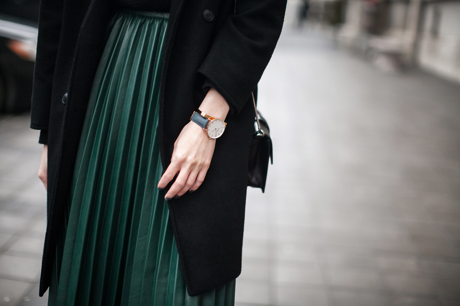 green-pleated-pu-skirt-street-style