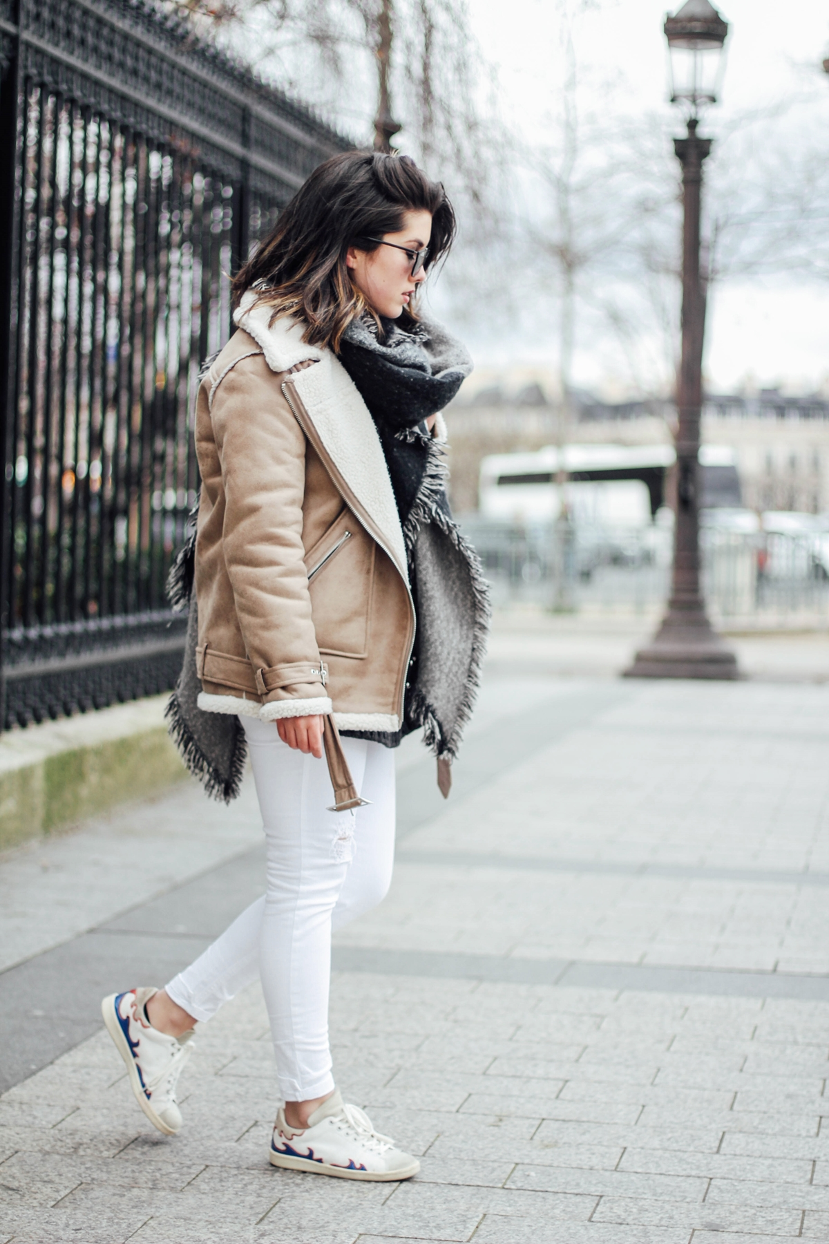 shearling-jacket-beige-isabel-marant-sneakers-streetstyle myblueberrynightsblog