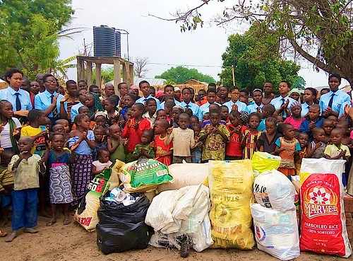 The students of Louisville Girls Secondary School, Abuja, and the villagers of Kaida photographed together