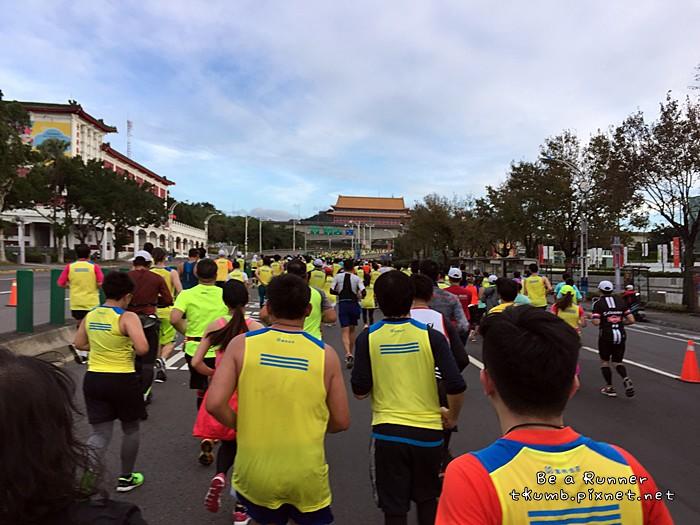 2015台北馬拉松2015-12-20 07.47.38.JPG