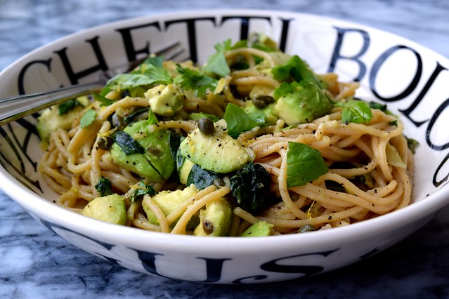 Avocado and Lemon Zest Wholemeal Spaghetti | www.rachelphipps.com @rachelphipps