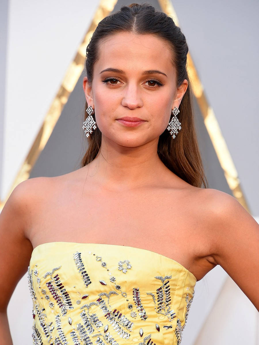 Oscars 2016 Alicia Vikander Hair and Makeup