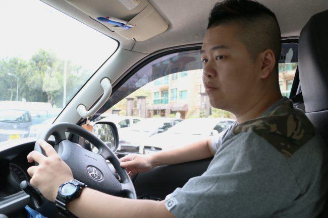 Sun從送貨載人得到成功感,又肯定自己能應付長時間駕駛,用積蓄買車。