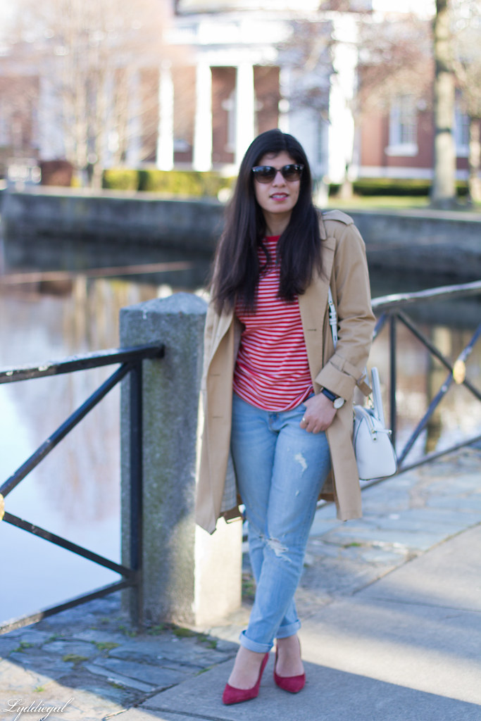 red striped tee, trench coat, boyfriend jeans, red pumps-2.jpg