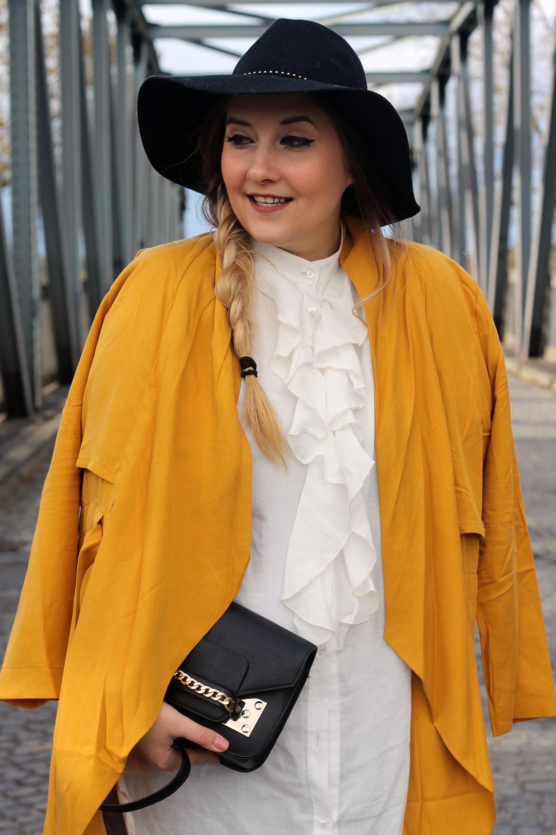 outfit-modeblog-gelber-mantel-hut-edited-rüschenbluse-blogger