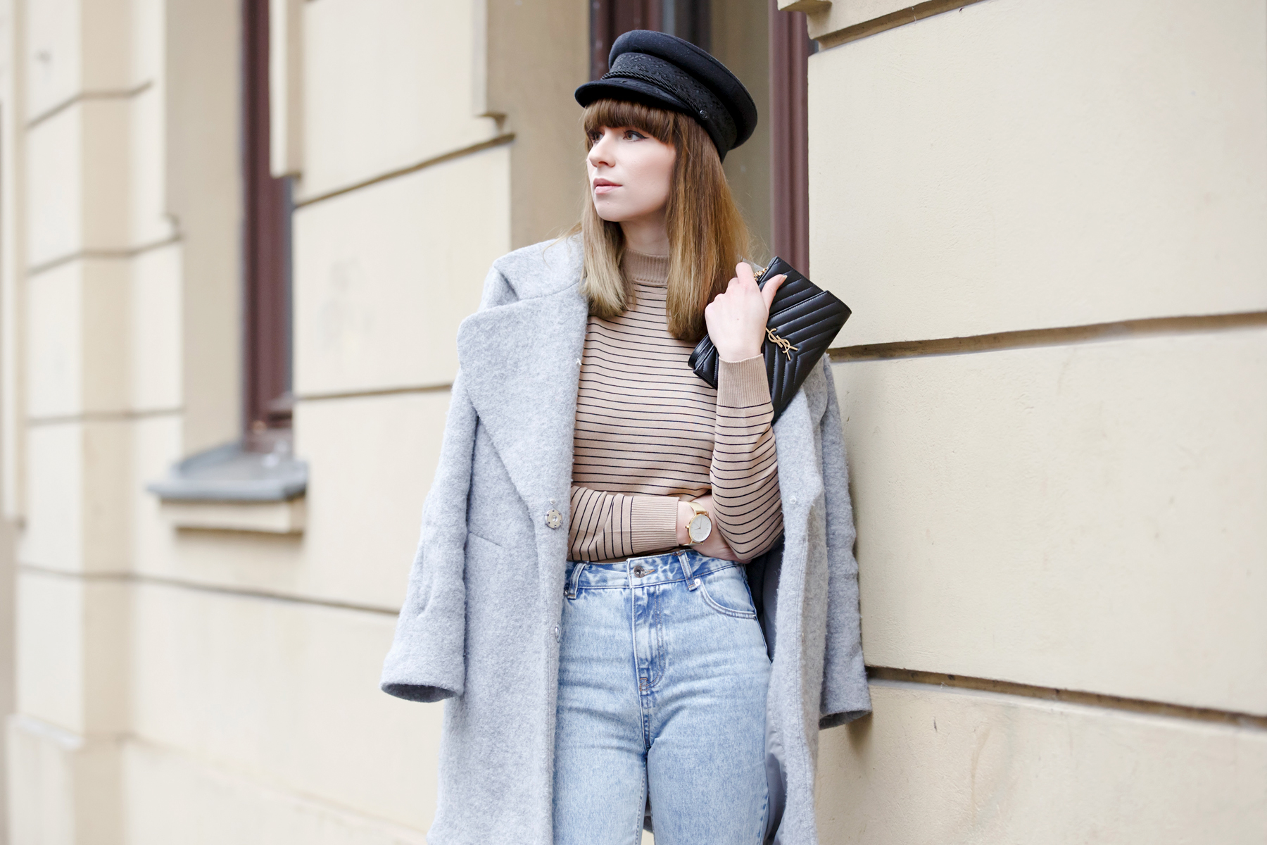 stripes denim 80s french hat parisian parisienne style stripe brown heels sam edelman ysl saint laurent paris coat chic bangs brunette modeblog cats & dogs blog ricarda schernus fashionblogger germany 3