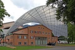 Oberammergau - Passions-Theater (5) - Rückseite mit dem verschiebbaren Dach der Freilichtbühne