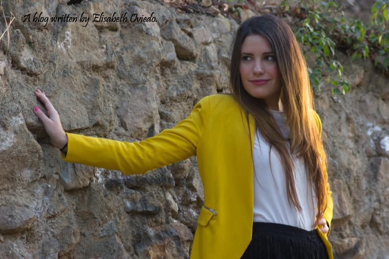 blazer amarilla ZARA shorts encajes Bershka tacones negros look HEELSANDROSES (6)