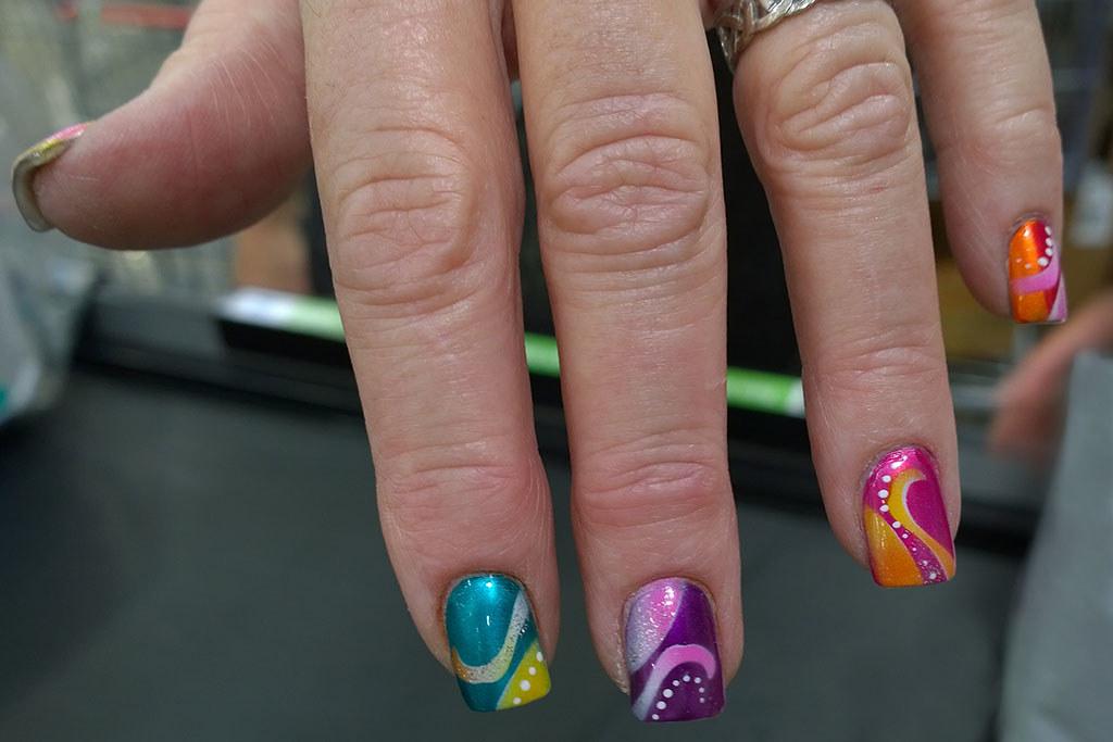 Vibrant_fingernails