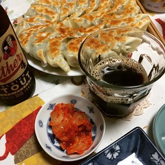 it's been rainy all day long...dinner was gyoza❤hope you had good weather where you are︎  #minohbeer #gyoza #osaka #japan #dinner #箕面ビール #餃子