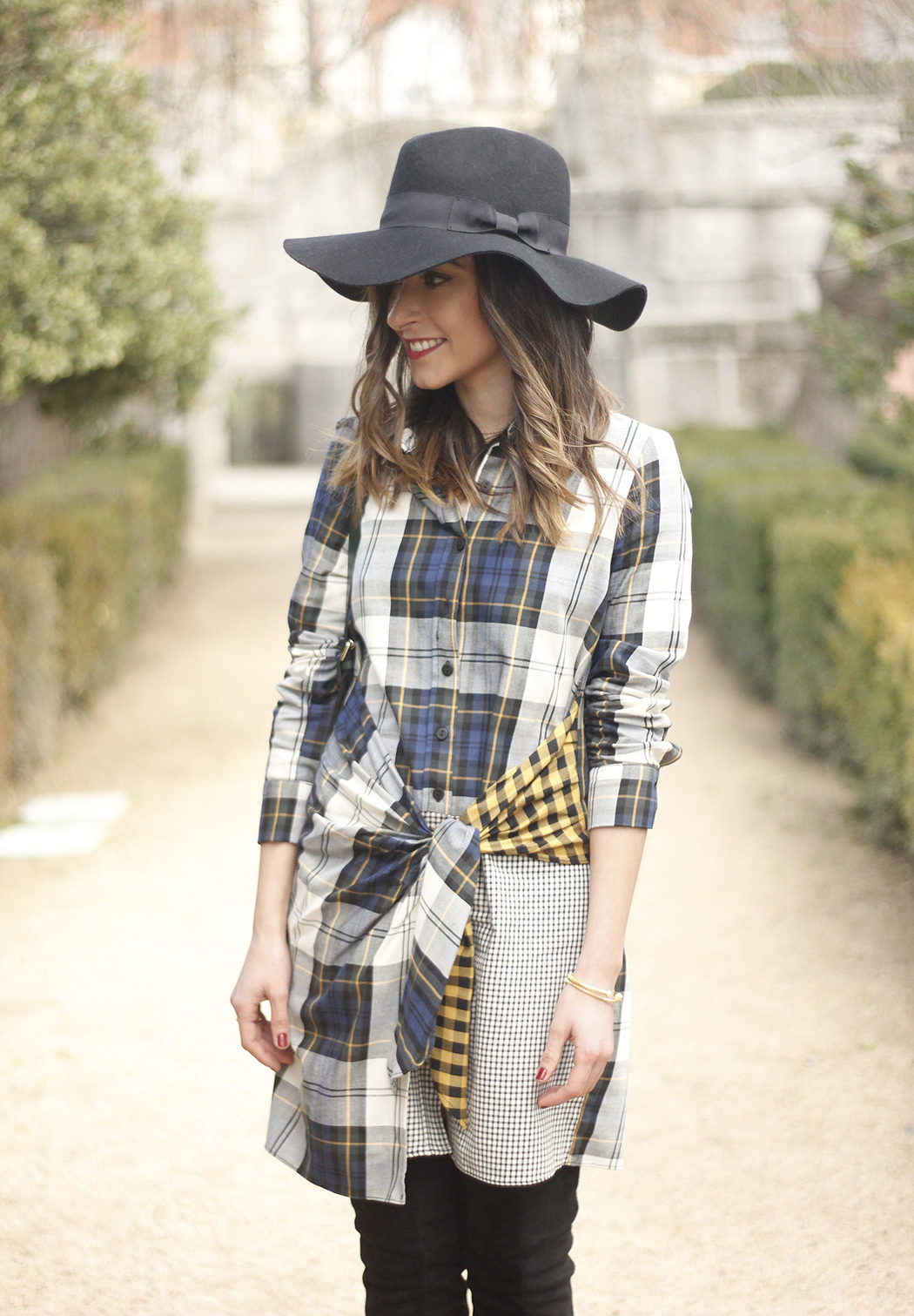 Tartan shirt dress zara over the knee boots mango hat green bag outfit fashion18